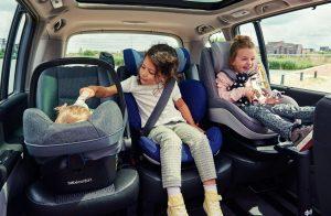 Росстандарт проверит безопасность детских автокресел
